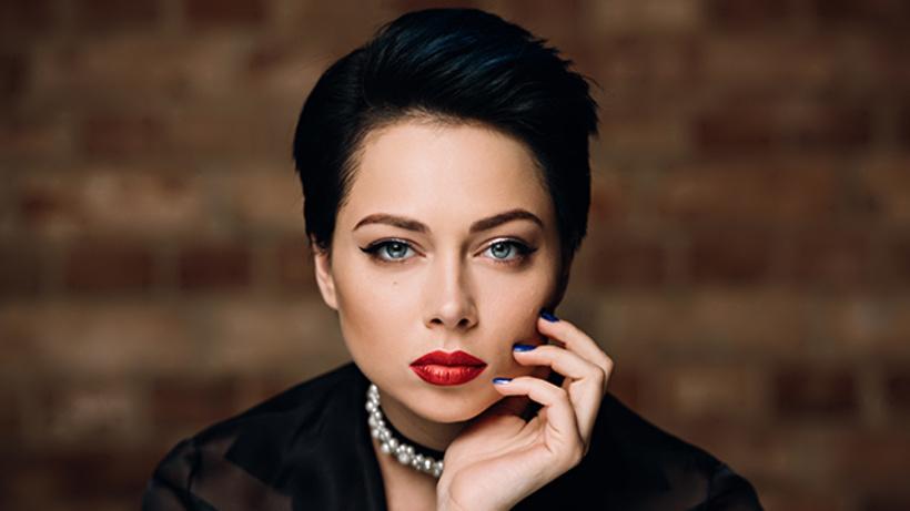 Канал «Пятница» возобновляет съемки «Ревизорро» сновой ведущей— Настасьей Самбурской