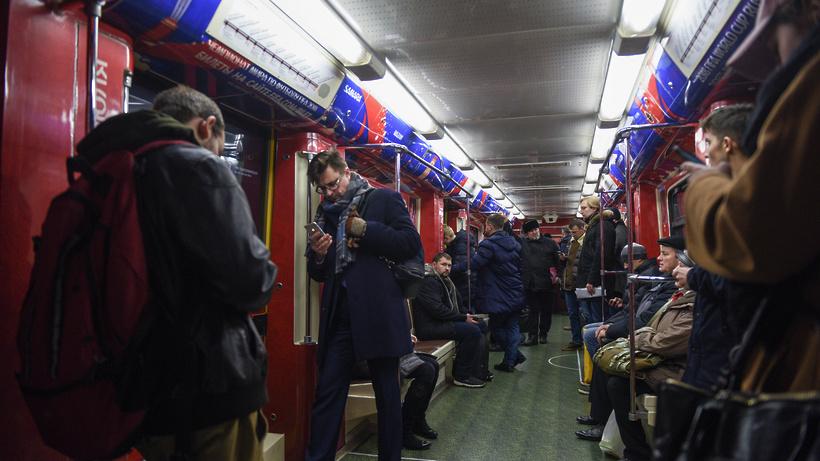 ЧПвмосковском метро: Пассажир упал нарельсы, движение поездов приостановлено