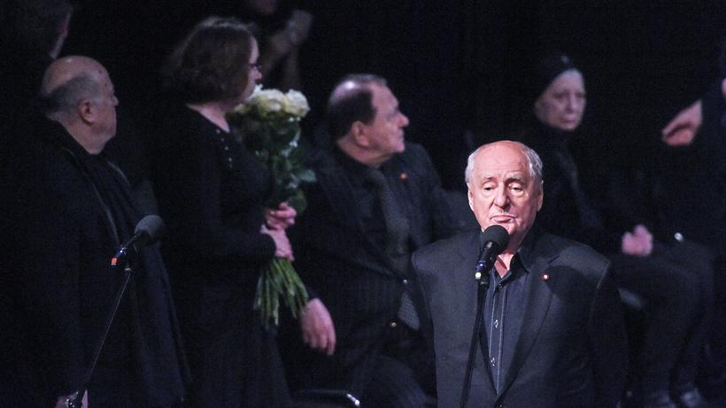 Втеатре «Ленком» началась церемония прощания сЛеонидом Броневым