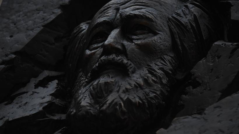 Движение научастке Козицкого переулка ограничат из-за открытия мемориальной доски Александру Солженицыну