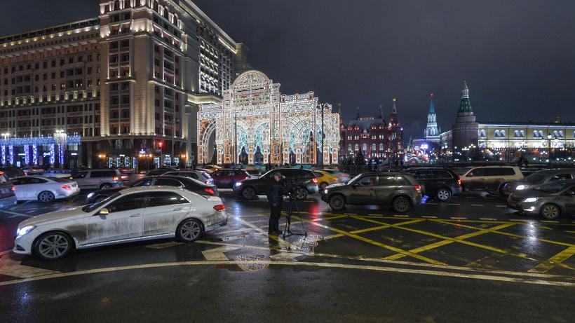 Собянин пригласил жителей столицы оценить новогоднюю подсветку города