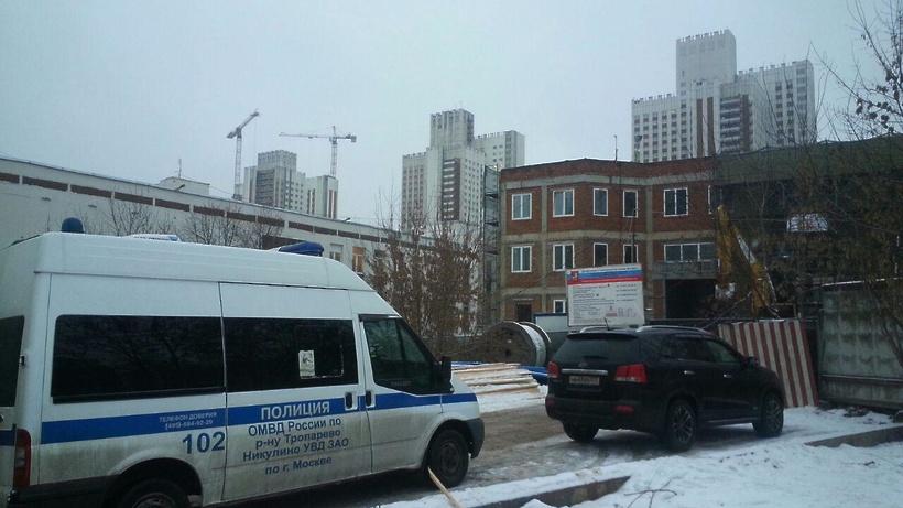 Назападе столицы двое рабочих пострадали при падении башенного крана