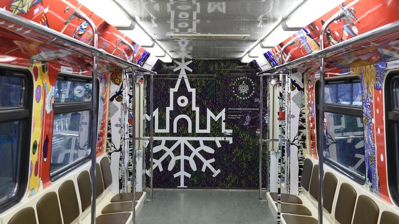 Посвященный Новому году поезд запустили наКольцевой линии столичного метро