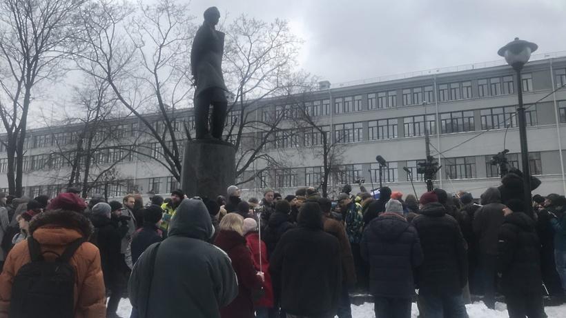 Нанесогласованное мероприятие вцентре столице России собрались около 300 человек— МВД