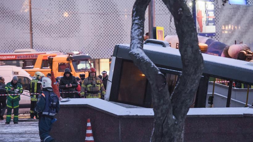 Департамент здравоохранения открыл «горячую линию» после ДТП савтобусом назападе столицы