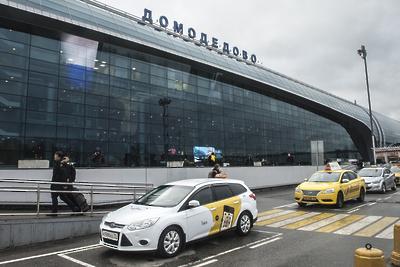 Больше 40 рейсов задержали и отменили в столичных аэропортах