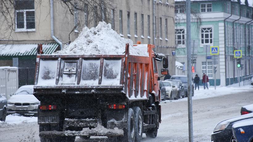 Коммунальщики вывезли сулиц столицы рекордное количество снега