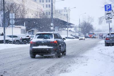 Столичных водителей призвали быть осторожнее на дорогах из‑за снегопада