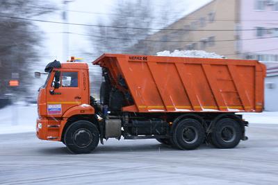 Более 200 единиц спецтехники убирают снег на муниципальных дорогах Люберец