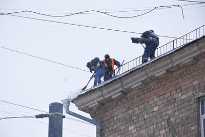 Коммунальщики Люберец с начала года очистили от снега и наледи более 90% крыш