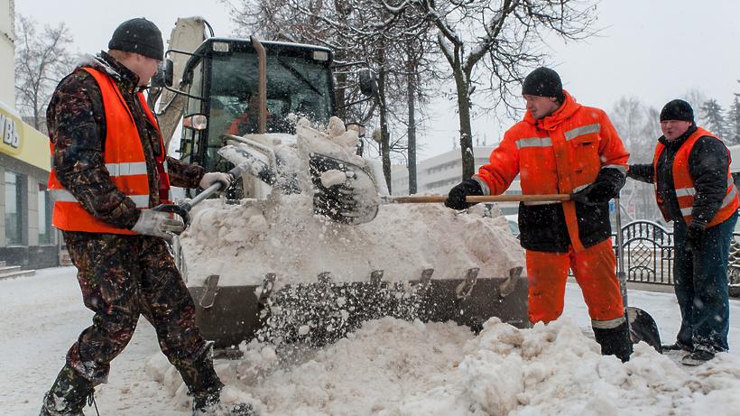 Порядка 900 единиц специальной техники задействовали для уборки региональных дорог вПодмосковье
