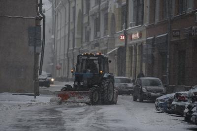 Для уборки снега на улицы Москвы вывели почти 11 тыс единиц спецтехники