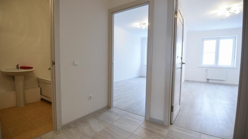 В новые квартиры по реновации переехали жители дома на Варшавском шоссе