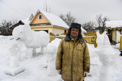 Снежный слон скульптора Евстратова: кто слепил ледяной зверинец в Подмосковье