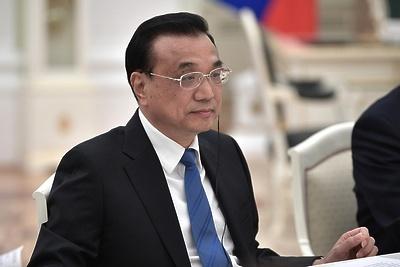Медведев поздравил с переизбранием главу китайского правительства Ли Кэцяна