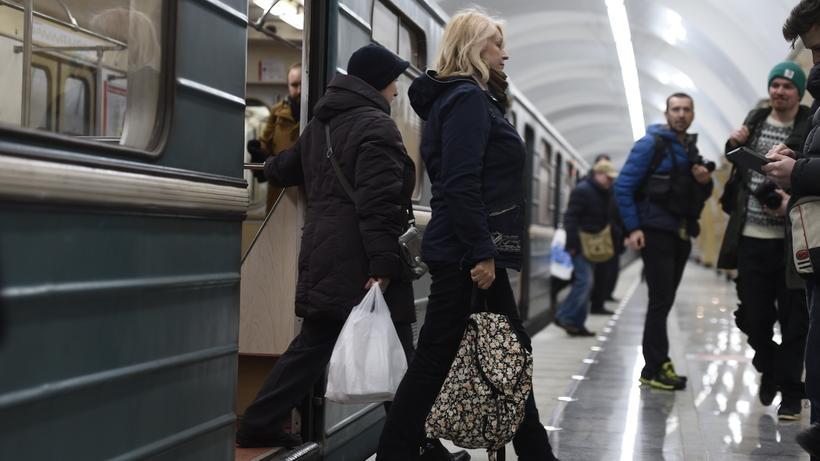 Мужчина умер  под колесами поезда настанции метро «Университет» в столицеРФ