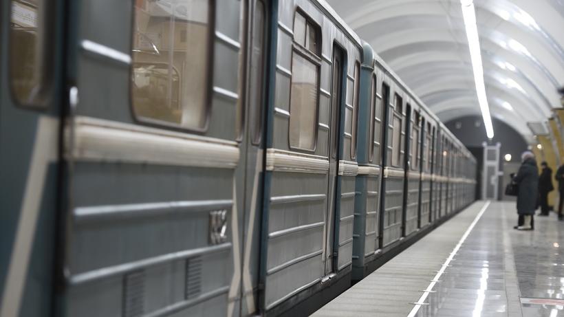 В российской столице движение начасти красной веточки метро сегодня остановилось