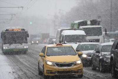 Водителей предупредили о гололедице на дорогах Подмосковья