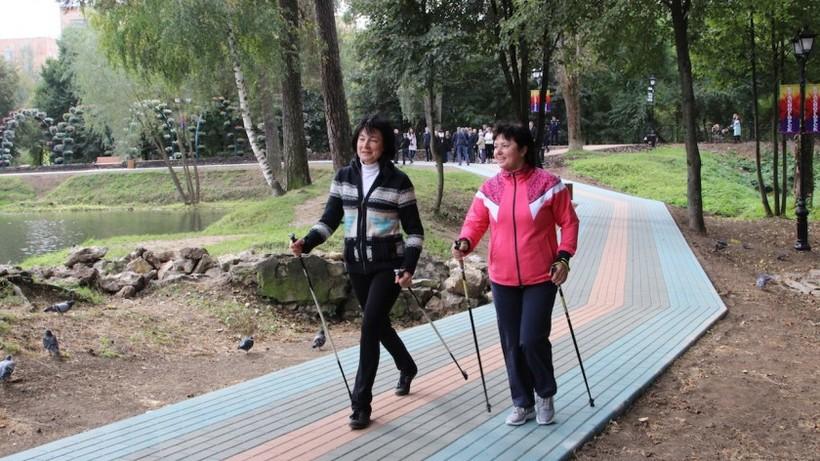 Занятия скандинавской ходьбой для пенсионеров возобновили в Люберцах