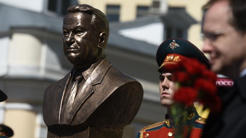Сегодня на«Аллее правителей» в российской столице появится бюст Бориса Ельцина