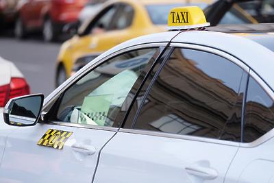 Подмосковным таксистам стали выдавать QR‑коды