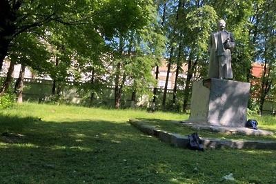 В Подольске отреставрировали памятник Серго Орджоникидзе