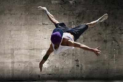 Танцевальный батл проведут на дискотеке для подростков в Подольске 28 июня