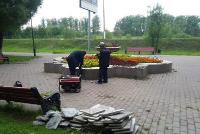 Подрядчик приступил к ремонту клумб на Симферопольской аллее в микрорайоне Подольска
