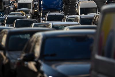 Пробка длиной свыше 2 км образовалась на трассе А‑107 в Подольске