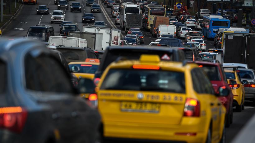 Таксистами в столице России должны работать только водители сроссийскими правами— Собянин
