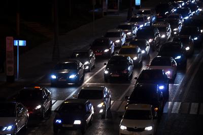 Девятибалльные пробки парализовали дороги Москвы в вечерний час пик