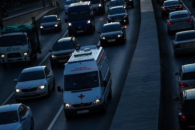 Авария с участием двух автомобилей произошла на эстакаде в Подольске