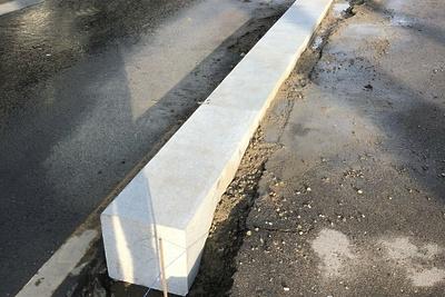 На одной из дорог в Котельниках приступили к работам по демонтажу бордюрного камня