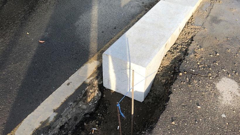 Уровень бордюра на тротуаре в поселке Калинина Люберец понизят