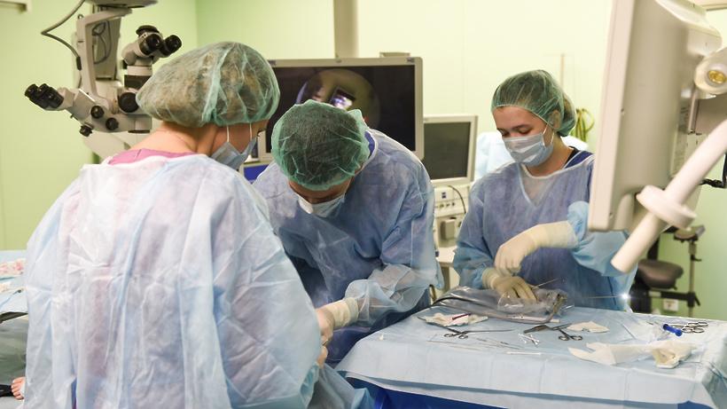 Московские врачи удалили у пациента опухоль в надпочечнике размером со страусиное яйцо