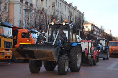 Почти 30 единиц спецтехники убирали улицы Люберец на минувшей неделе