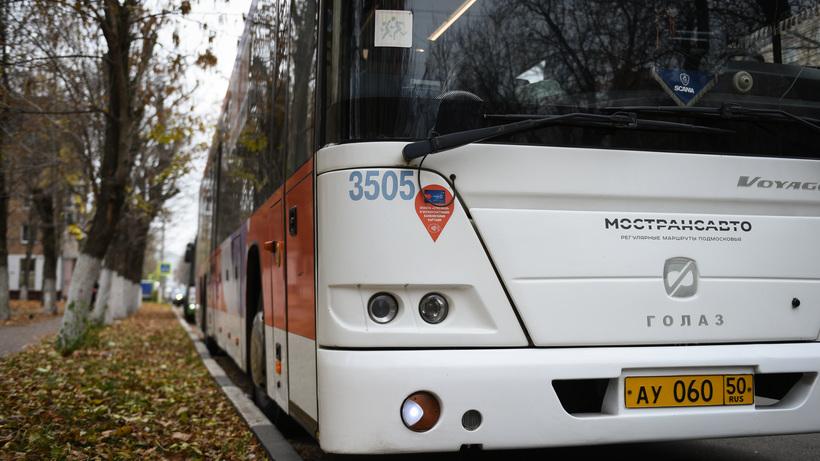Компенсационные автобусы развезут пассажиров на участке МЖД, где вагоны сошли с рельс