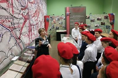Школьникам Подольска показали кинохроники об истории архива Минобороны России