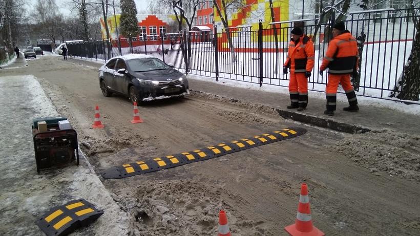 Более 400 «лежачих полицейских» разместили на дорогах Подмосковья с начала года