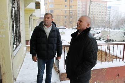 Депутат проверил качество ремонта в подъезде одного из домов в Подольске