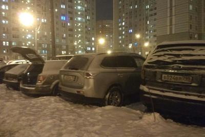 Стекла разбили у машин, припаркованных возле дома в Подольске