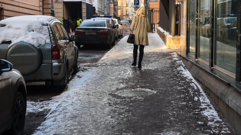 В микрорайоне Климовск Подольска проведут повторную обработку тротуаров от гололеда