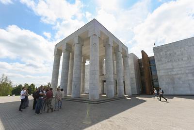 Территорию музея‑заповедника «Горки Ленинские» убрали в преддверии субботника