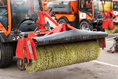 Более 1,3 тыс единиц техники ежедневно используют при уборке дорог Подмосковья