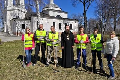 Территорию вокруг более 260 церквей и храмов в Подмосковье очистили от мусора перед Пасхой