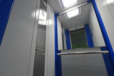 Более 300 новых лифтов установили в домах Подмосковья, где проживают ветераны ВОВ