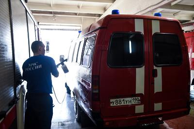 Пожарные потушили возгорание в подъезде дома в Дзержинском