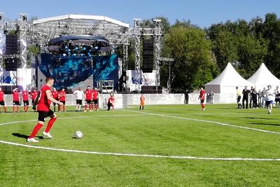 Команда правительства Подмосковья обыграла команду МК в футбольном матче в Королеве