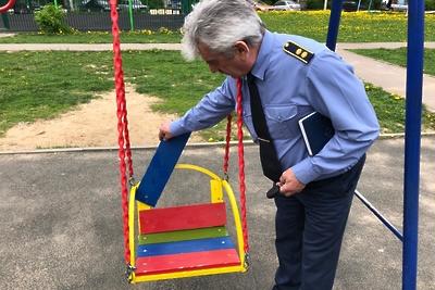 125 детских площадок привели в порядок в Подмосковье после проверки инспекторов