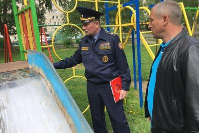 В Лобне устранили 26 нарушений безопасности на детских площадках за май